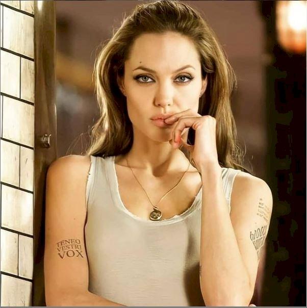 អ្នកគាំទ្រ Angelina jolie បានយករូប ១៨ឆ្នាំមុន មកប្រៀបធៀបជាមួយបច្ចុប្បន្ន ពិតជា...
